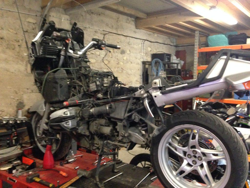 bmw r1150 rt d pose de boite de vitesse l 39 atelier moto mobile. Black Bedroom Furniture Sets. Home Design Ideas